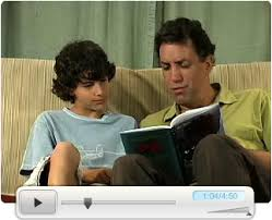 reading tween dad